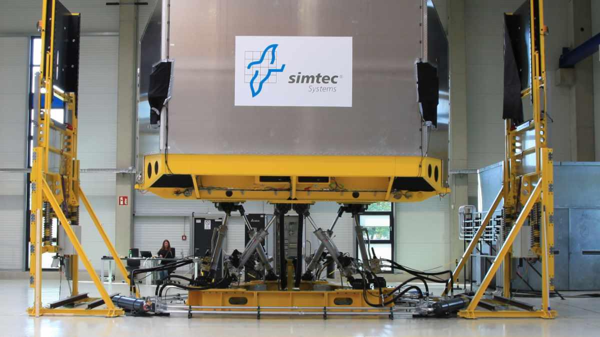 Simtec setzt im neuen Simulator auf Meyer Sound Systeme