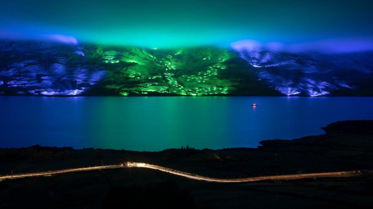 Lichtkünstler Kari Kola illuminiert die Connemara-Berge mit GLP