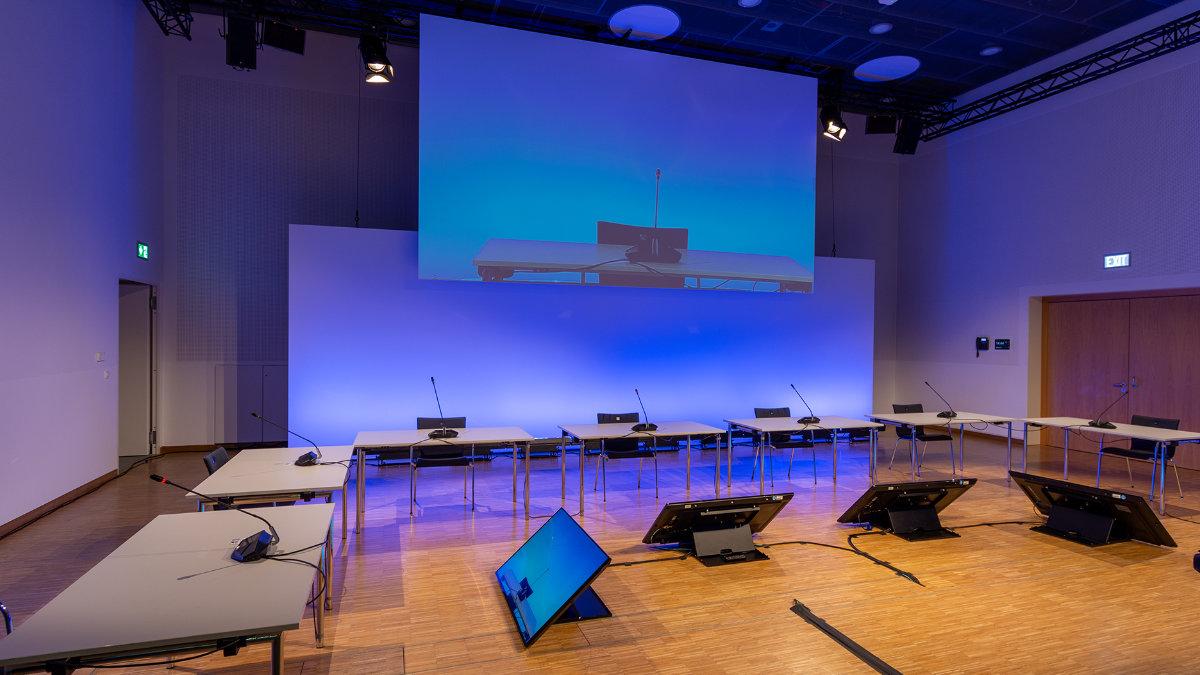 Kuchem Konferenz Technik installiert hybrides Konferenz-Setup im WorldCCBonn