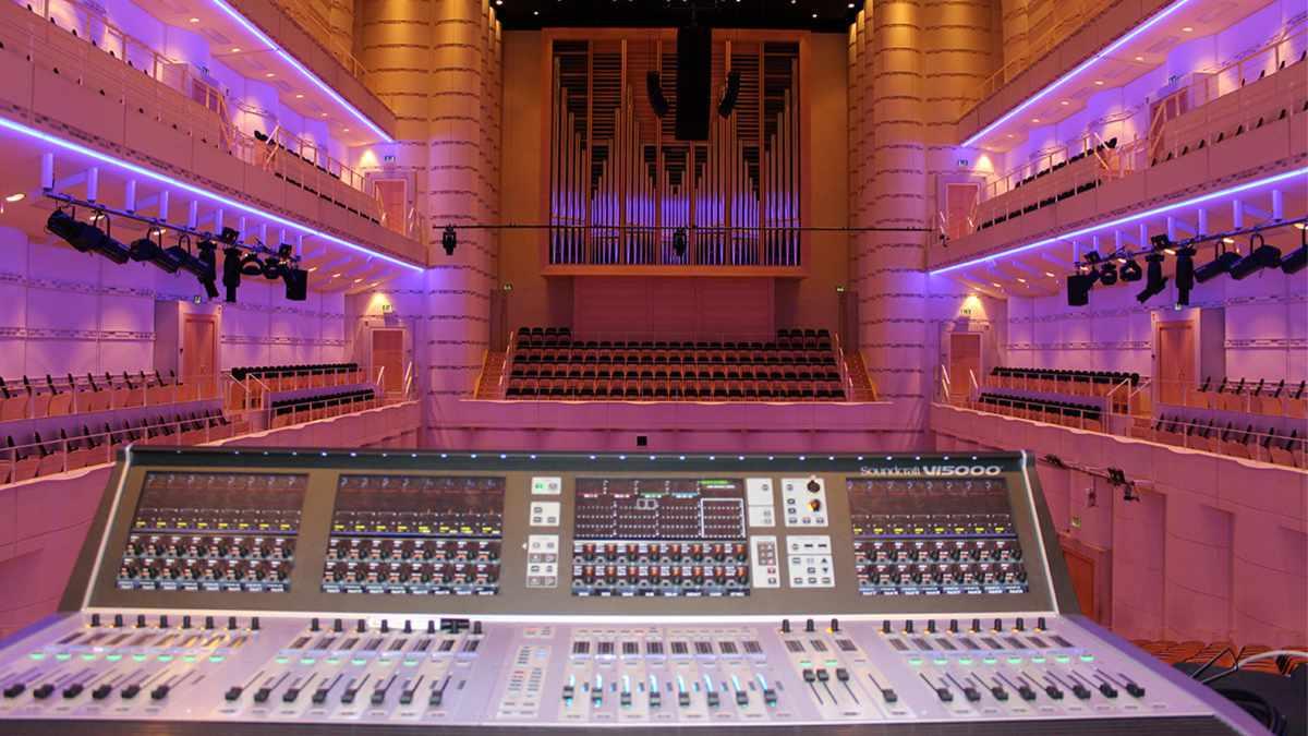 B+B Veranstaltungstechnik installiert ein JBL-System im Konzerthaus Dortmund