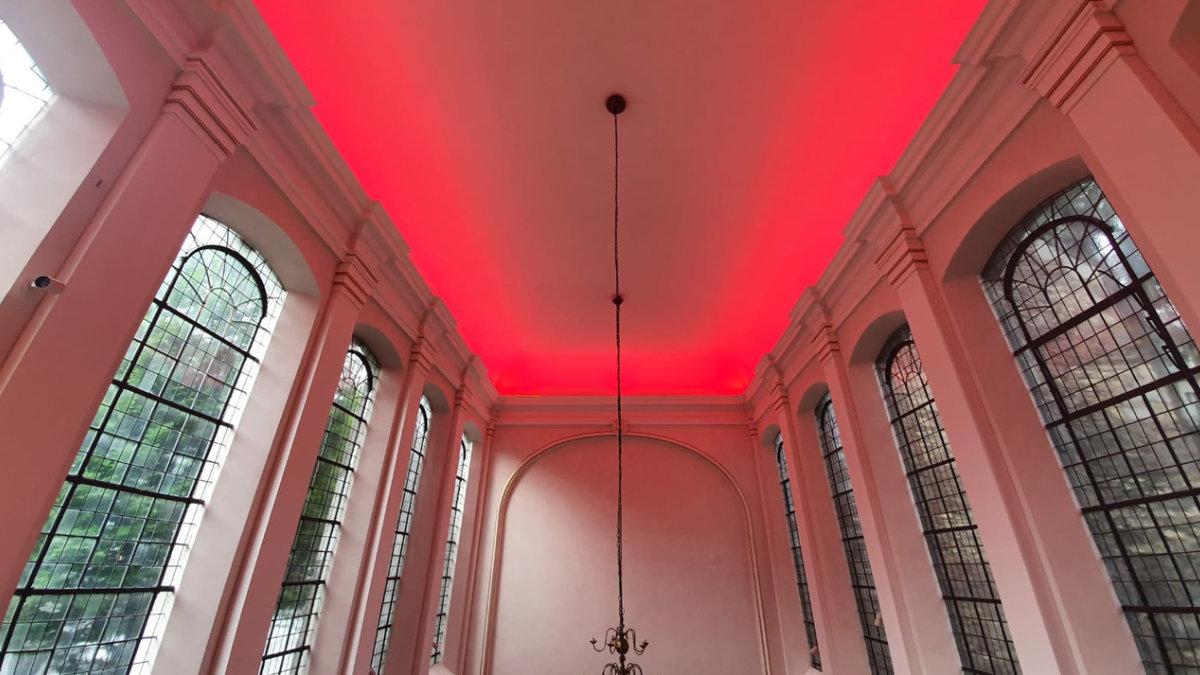 eventac Veranstaltungstechnik taucht die Aachener Annakirche in farbiges Licht