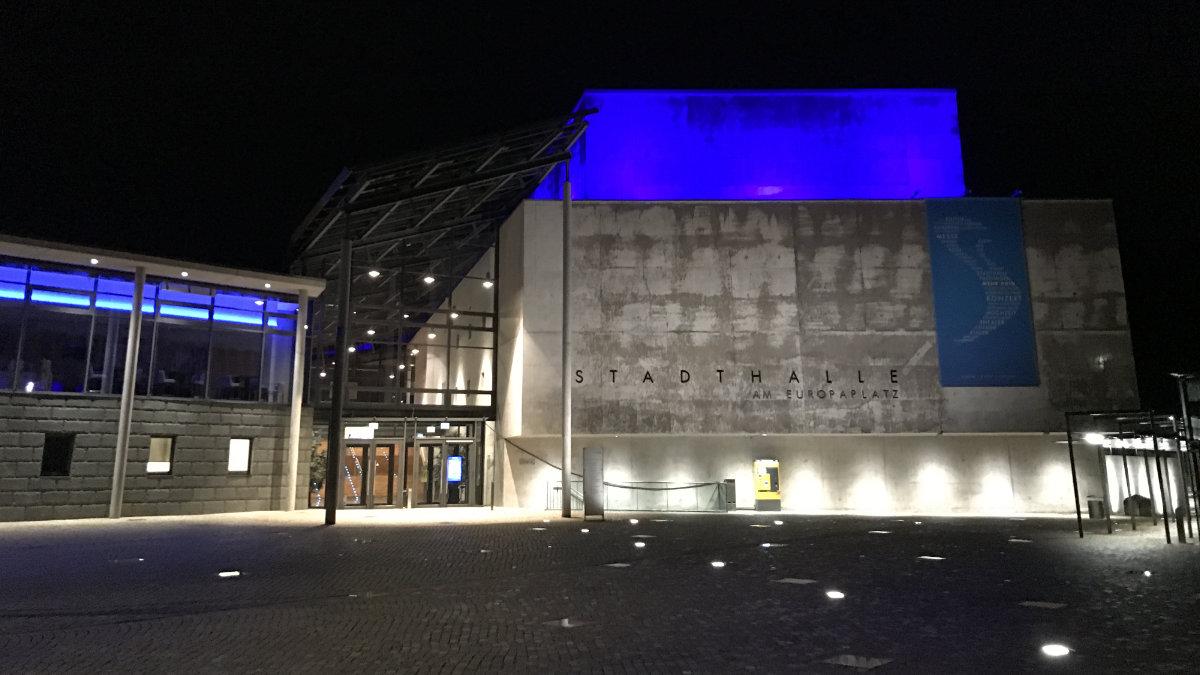 Die Tuttlinger Hallen setzen auf Architekturbeleuchtung von ANOLIS