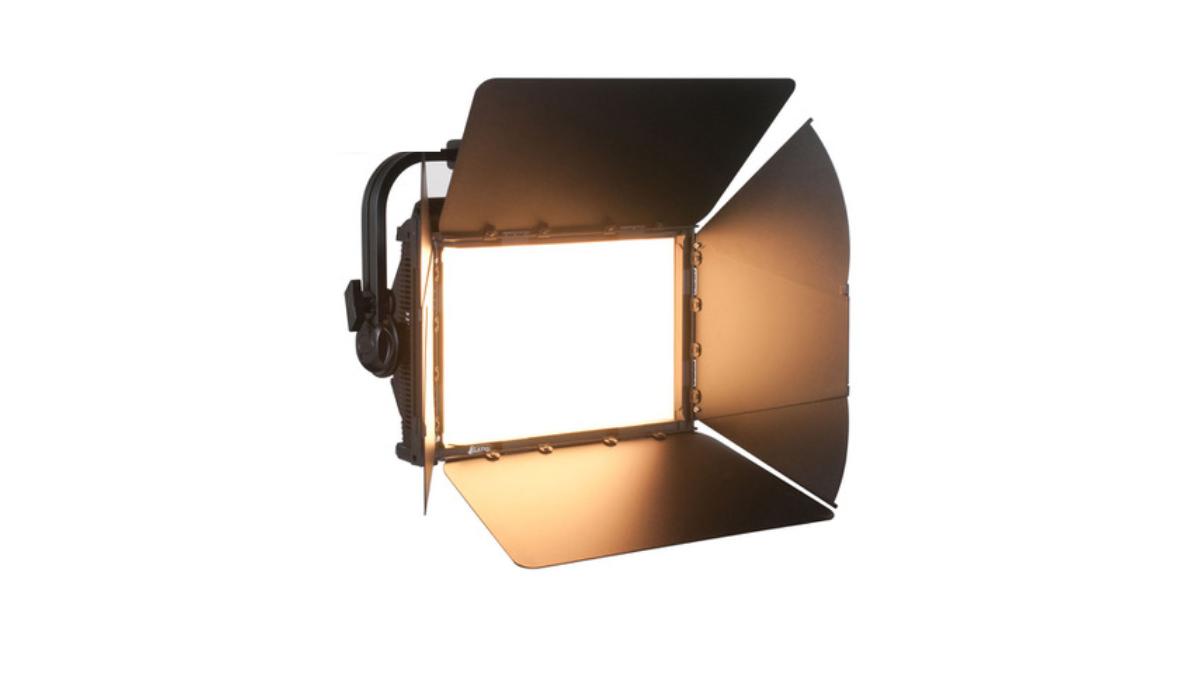 Lautwerfer und TLT EVENT investieren in das KL Panel RGBWLC von ELATION