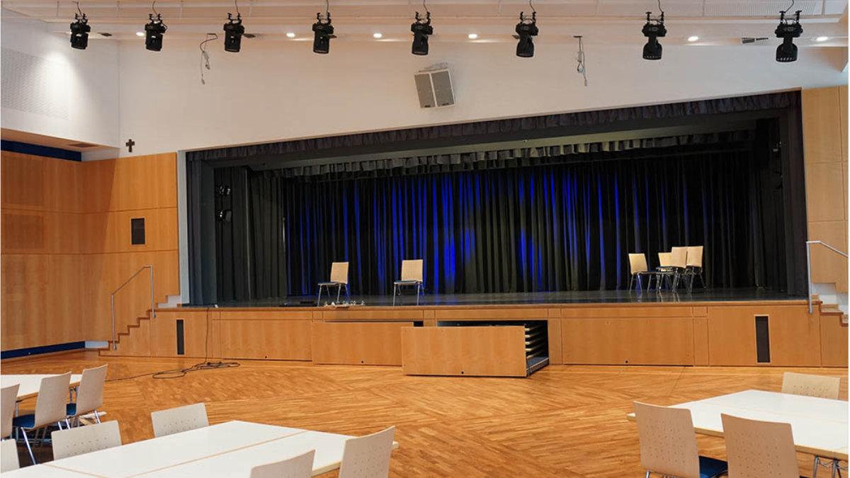 Feiner Lichttechnik stattet die Stadthalle Neustadt mit moderner Beleuchtung aus