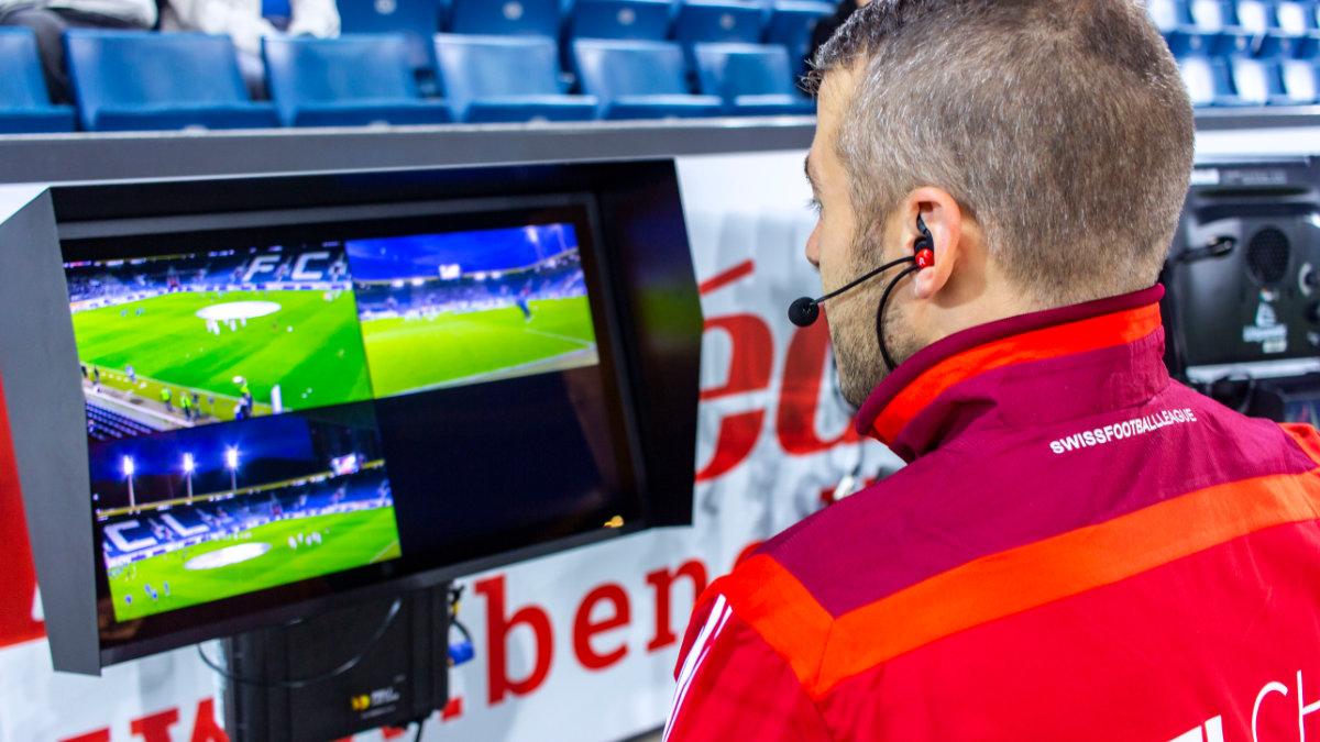 Die Schiedsrichter der SFL kommunizieren mit Bolero S
