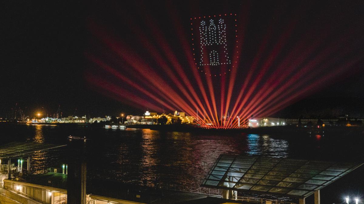Jens Hillenkötter inszeniert Drohnen-Lichtshow in Hamburg