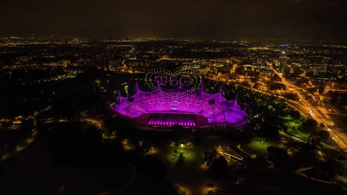 AO Drones und Jerry Appelt inszenieren Drohnen-Lichtshow in München