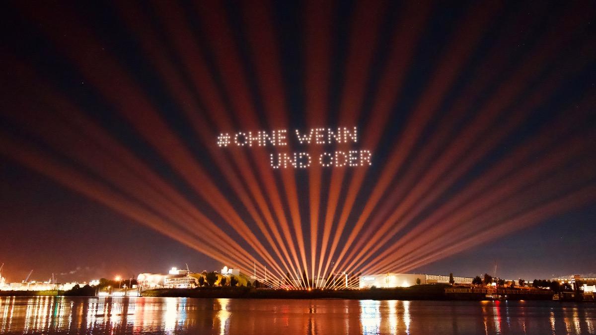 Drohnen-Lightshow am Hamburger Hafen