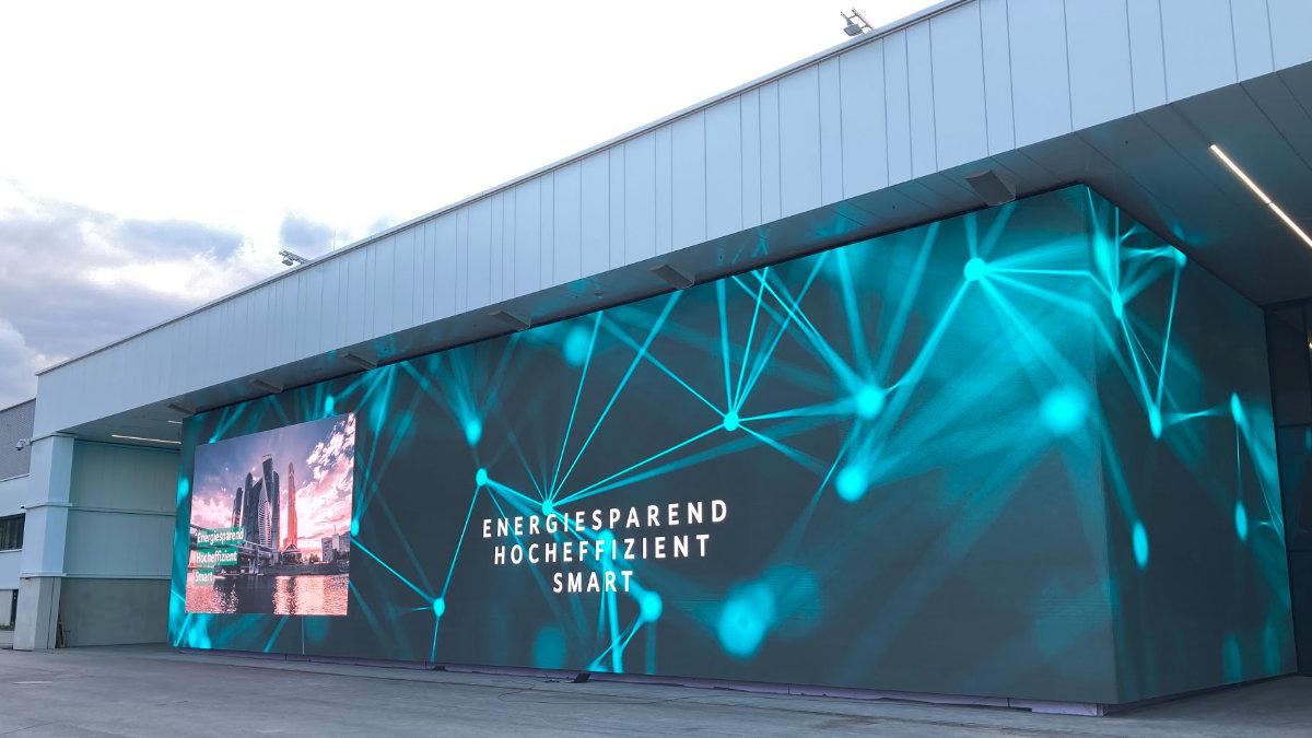 tennagels stattet den Wilo Campus mit einem Mega-LED-Screen aus
