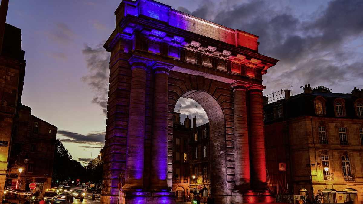 ANOLIS illuminiert die La porte de Bourgogne