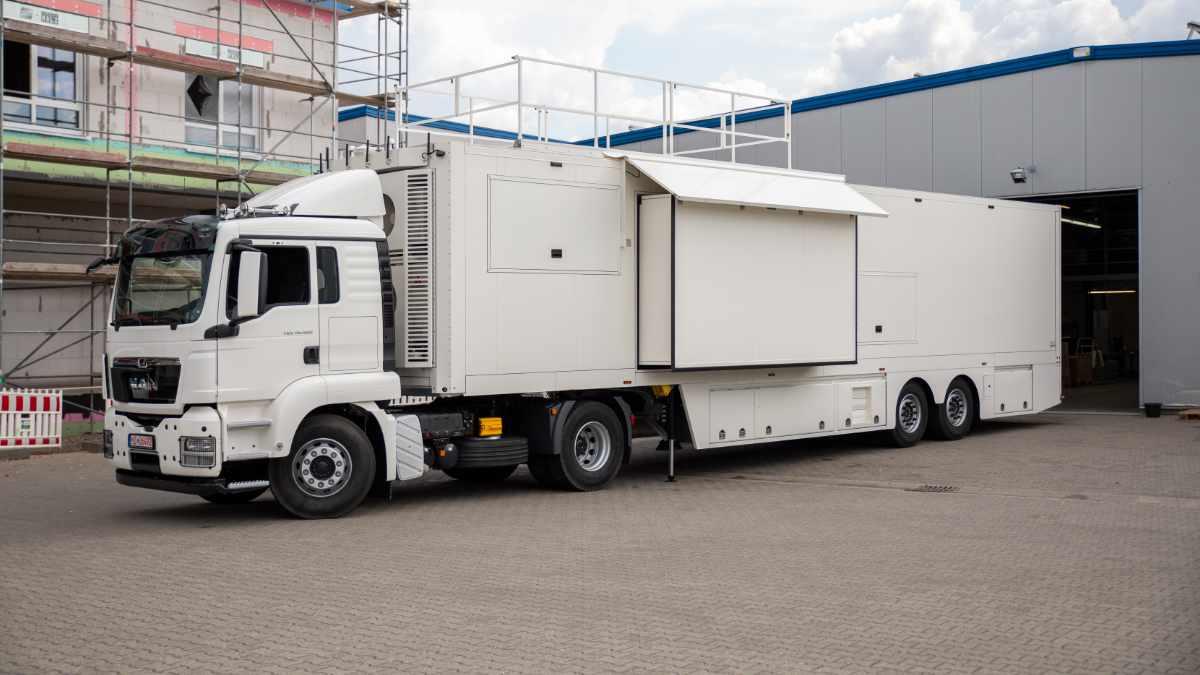 Broadcast Solutions liefert ersten UHD-Ü-Wagen an St. Petersburg
