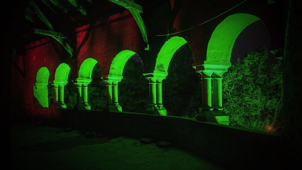 Siren illuminiert Schloss Burg mit Scheinwerfern von GLP