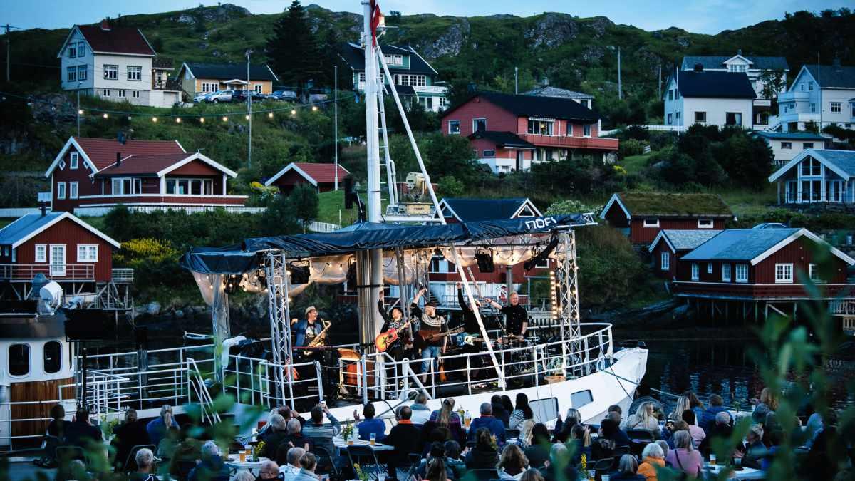 Violet Road touren mit Schiff und Alcons Audio