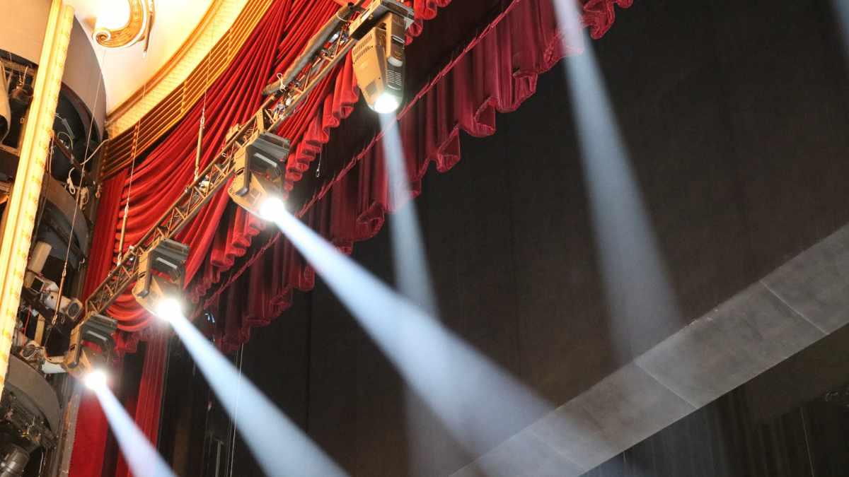Internationale Bühnen setzen auf den SolaFrame Theatre