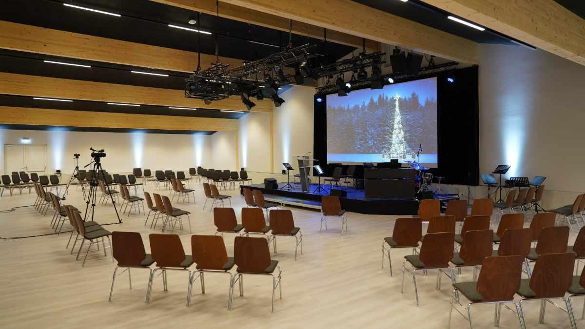 Gemeindesaal DCG Hessenhöfe investiert in Meyer Sound