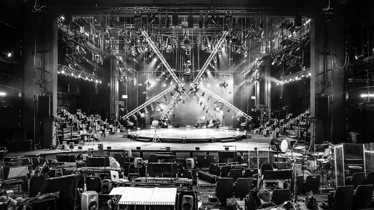 """Das Curve Theatre streamt  """"Sunset Boulevard in Concert"""" mit GLP"""
