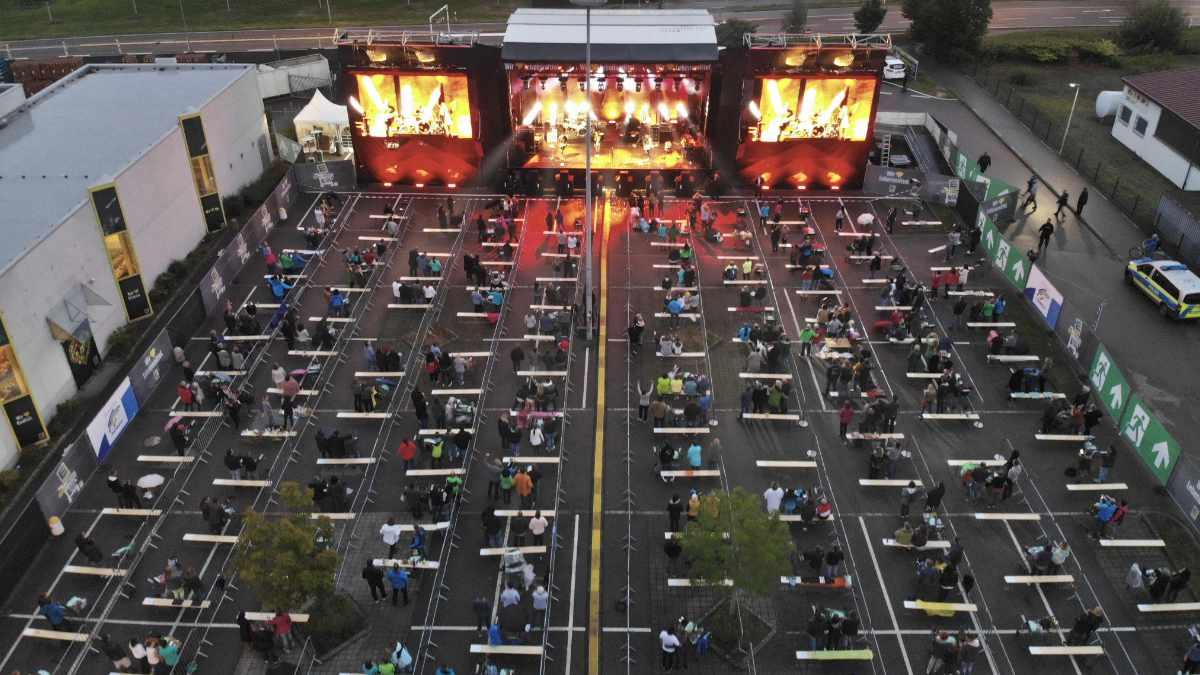 Trend Light Showtechnik setzt auf ROBE beim Einkaufswagen Festival