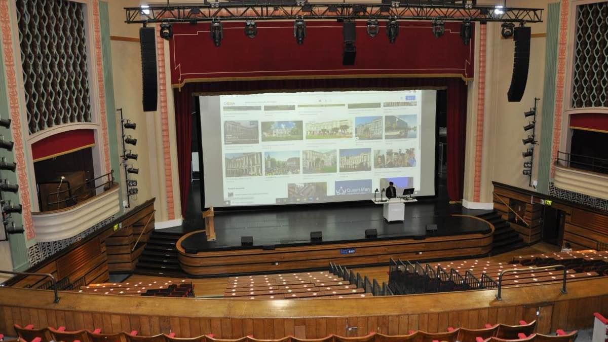 Queen Mary University setzt auf Crimson Laserprojektoren