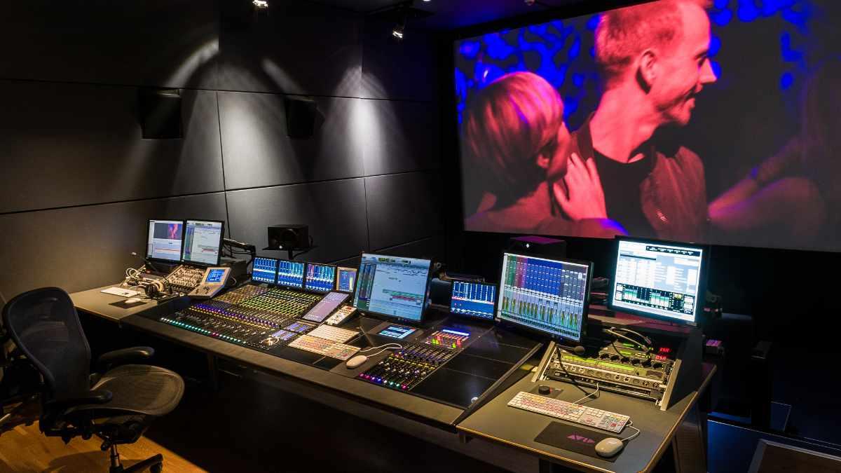 Ein neues Meyer Sound Amie System in der HFF München