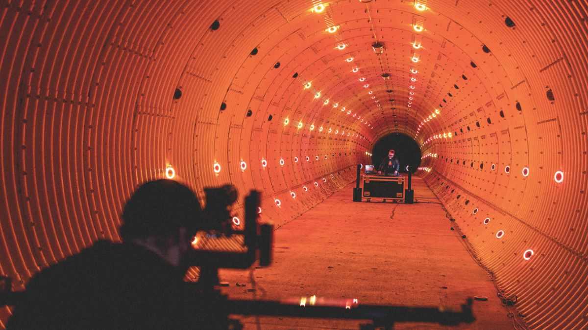 Creative Light 1 sorgen im Tunnel für Stimmung