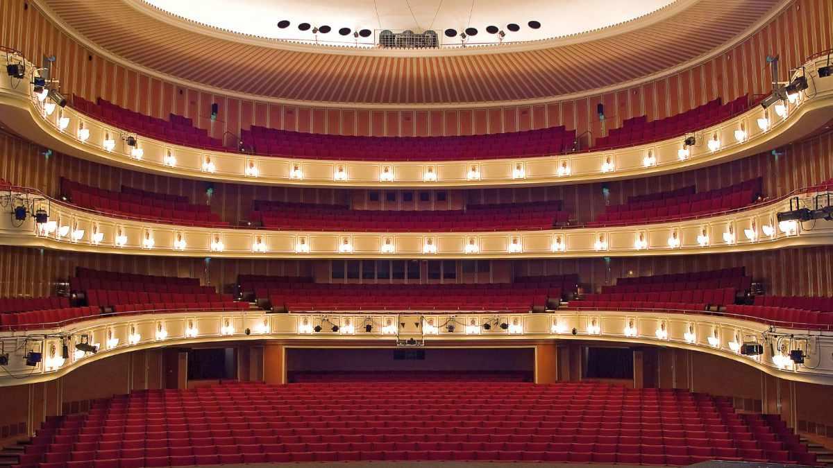 SALZBRENNER media installiert Inspizientensystem im Opernhaus Düsseldorf