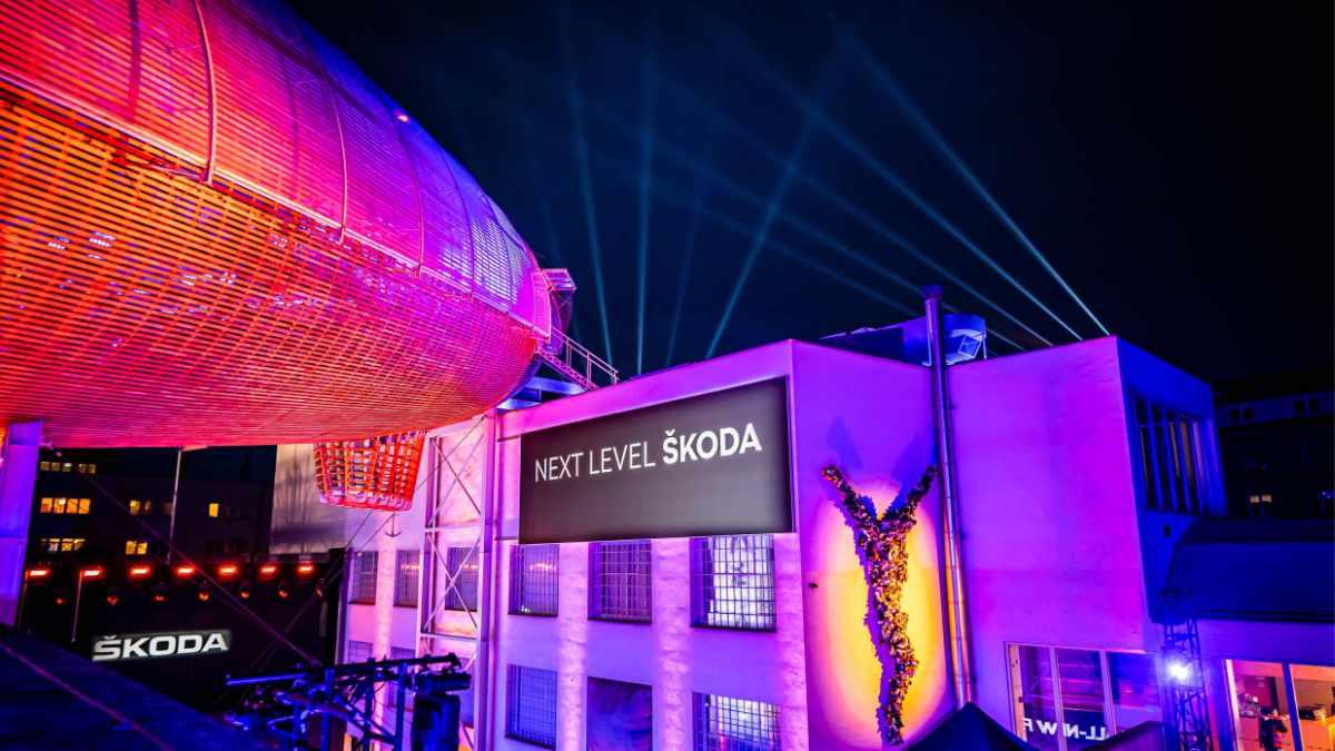 Chris Moylan inszeniert die Premiere des ŠKODA Fabia mit ELATION Proteus