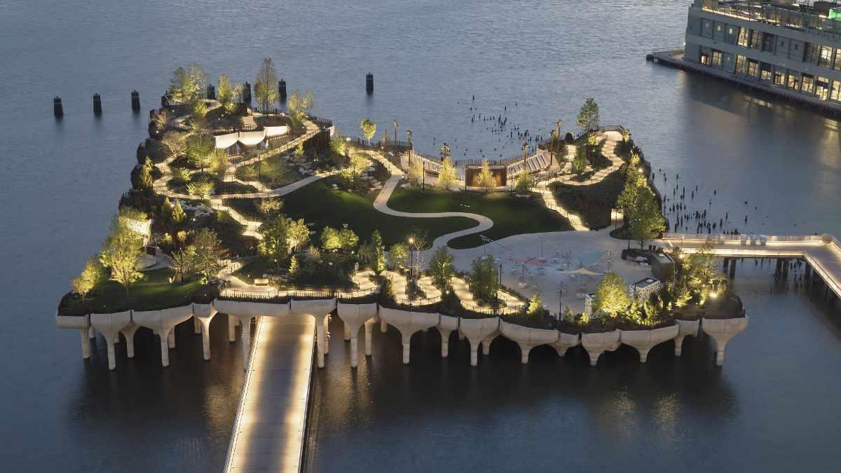 Herrick Goldman beleuchtet Little Island mit Scheinwerfern von ELATION
