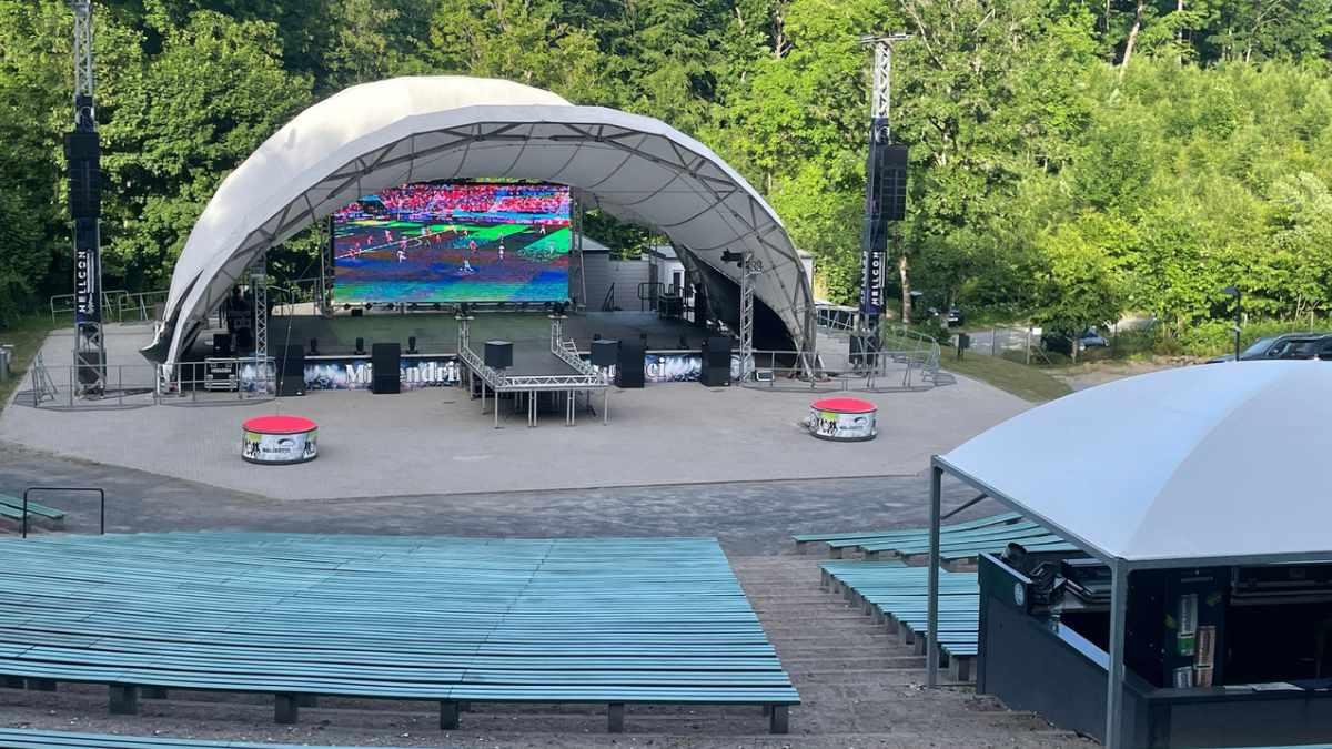 Hellcon installiert CHAUVET Videopanels auf der Waldbühne Rügen